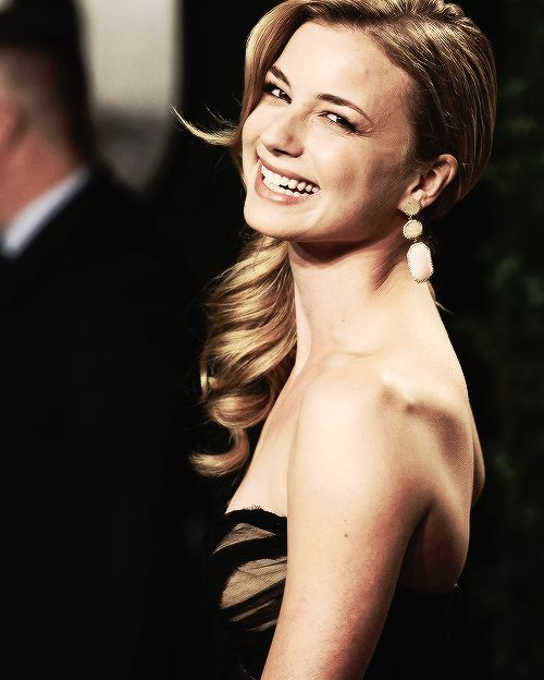 Emily VanCamp (C) (1986) is a Canadian television actress. Series Everwood, series Brothers & Sisters, and Revenge.