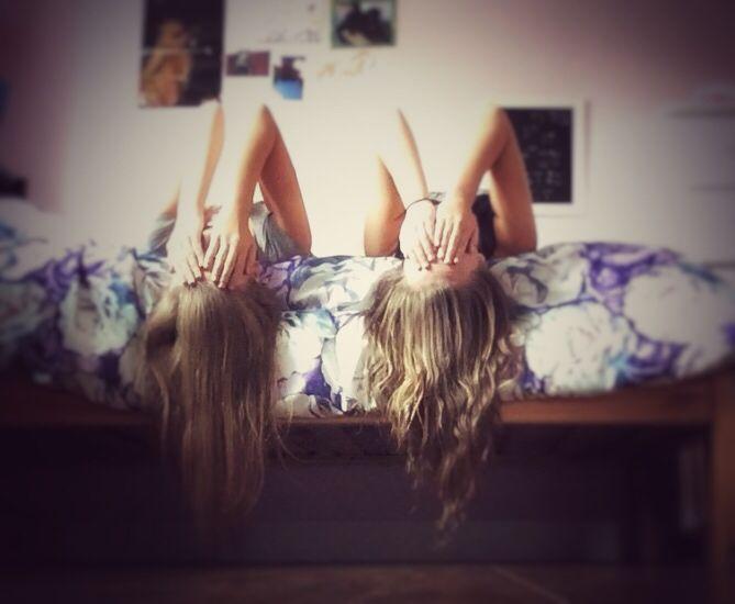 Me and Julia recreating this pic ↗️↘️⬅️➡️⬆️