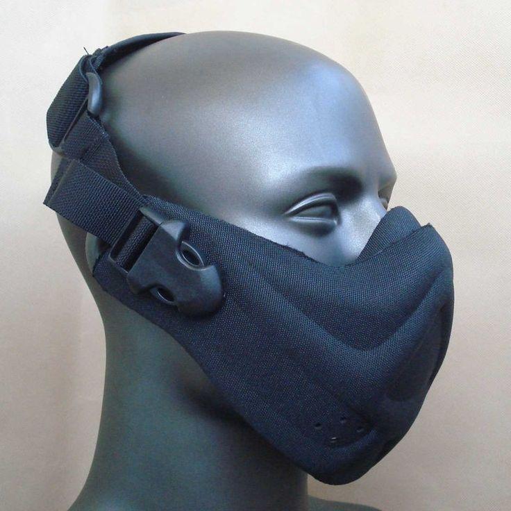Nettoyant les masques pour la personne avec largile
