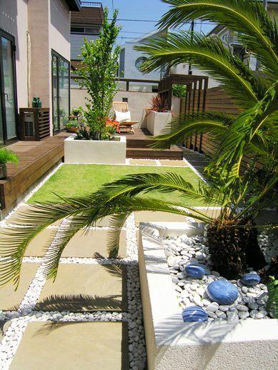イタリア瓦の南欧風リゾートガーデン(細長い庭)