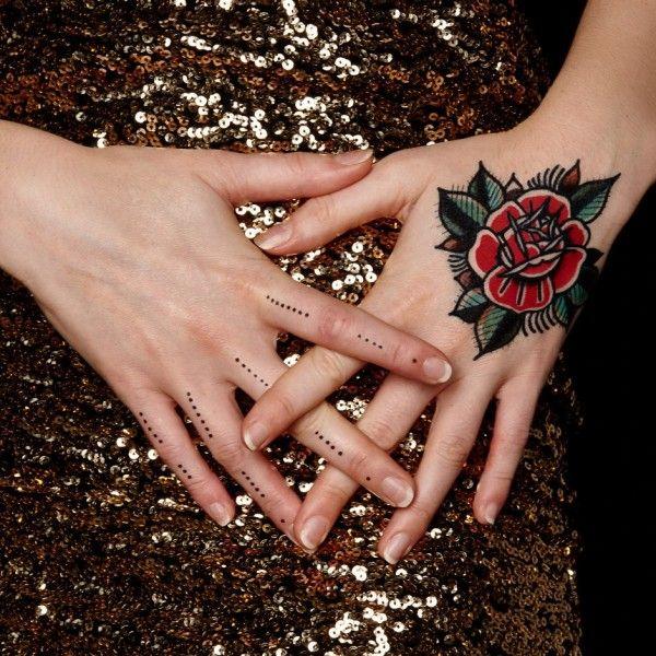 tatouage éphémère fleur de mauviette