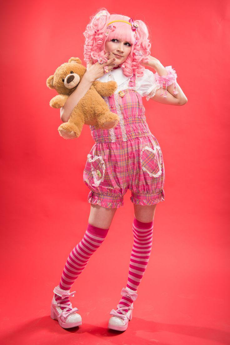 Pink Lolita Decora Kawaii photoshoot teddybear   Photo: Miika Ylhäinen