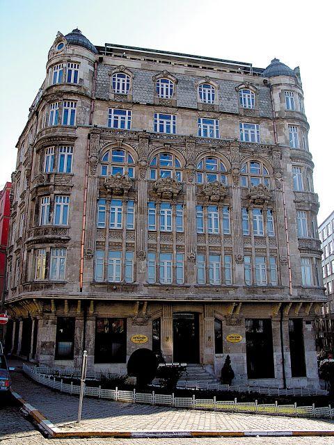 Şişhane'de Sarkuysan binası.