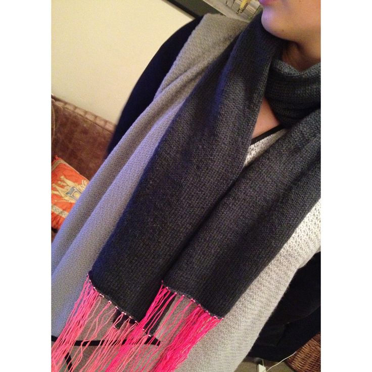 Purlbee scarf with thread fringe detail