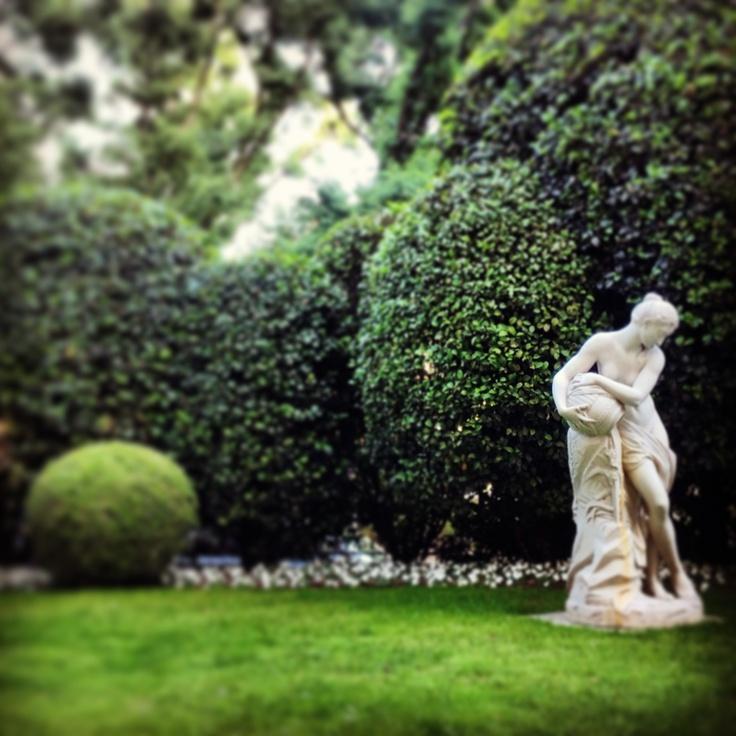 We do love an al fresco setting for aperitivi @Hotel Principe di Savoia #Milan #verdant #Summer