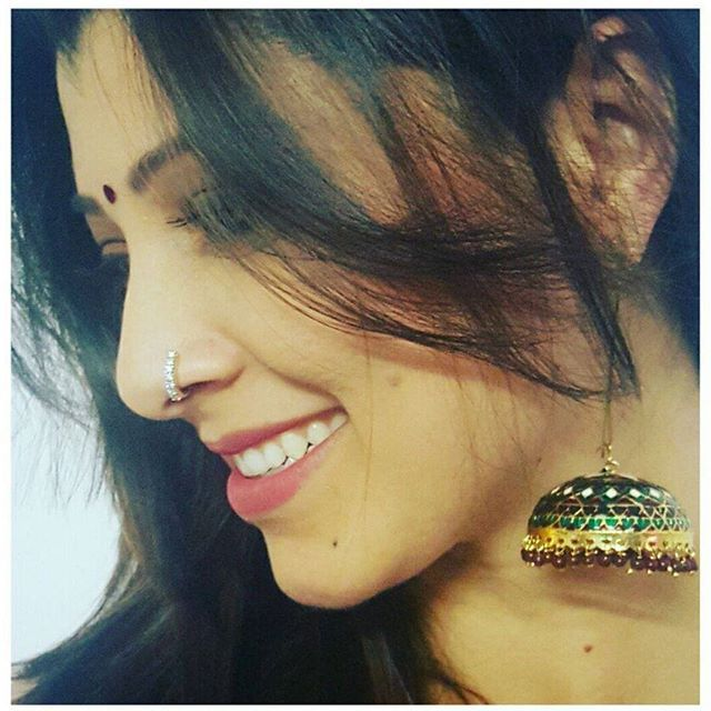 तिचं सौंदर्य, तिचं हास्य तिची भुरळ, हाच भास 'तेजस्विनी पंडीत'