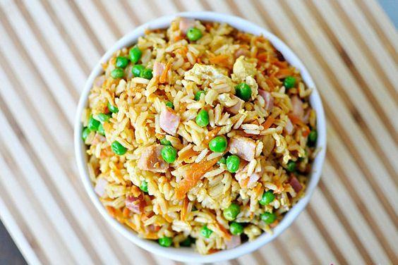 """Dal libro """"Cucina cinese"""" di Ken Hom la ricetta del riso fritto"""