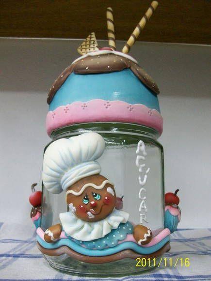 Pote de açúcar de 0,75 ml trabalhado em biscuit com tema ginger/cupcakes R$ 46,00