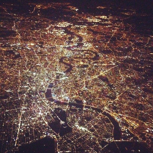 #london #londonbynight #thames #highup #black #gold