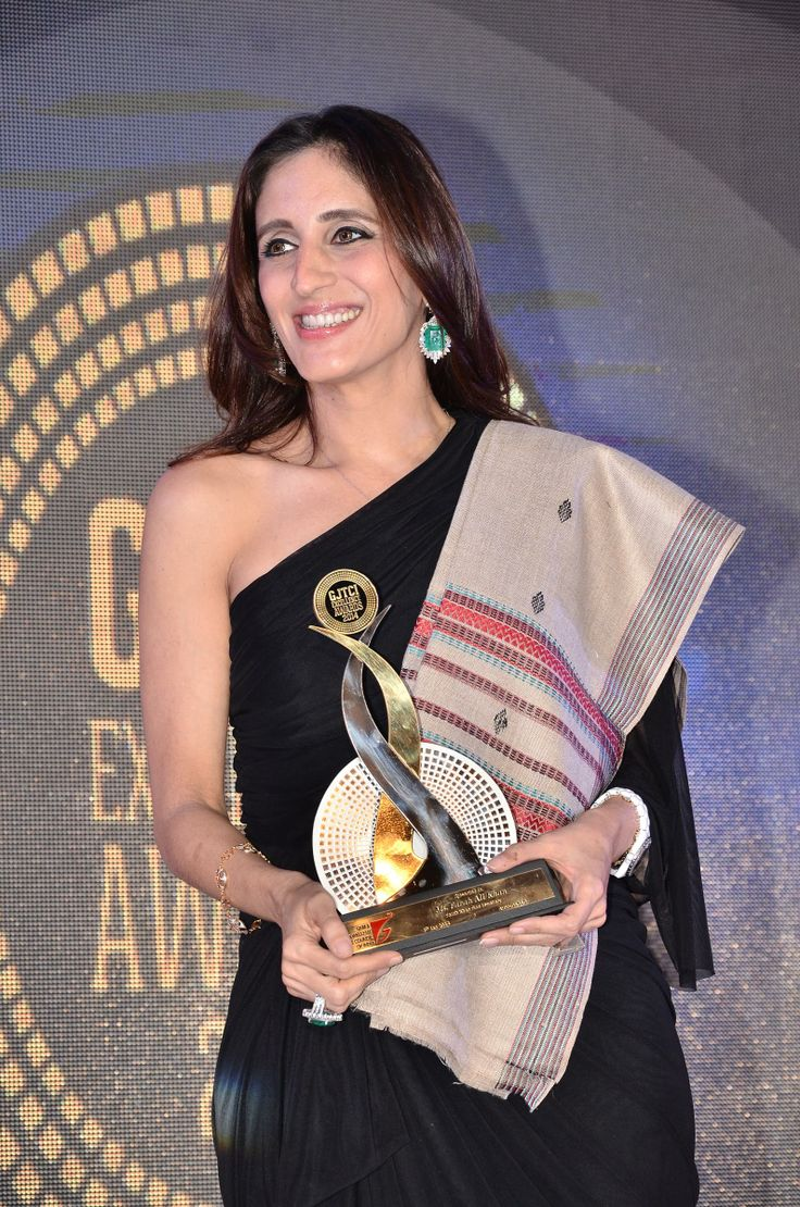 Farah Ali Khan Recives the GJTCI EXCELLENCE AWARD For Best Jewellery Designer In India.The Awards was Present to Her By Shantibhai Patel President Gem and Jewellery Trade Council Of India GJTCI