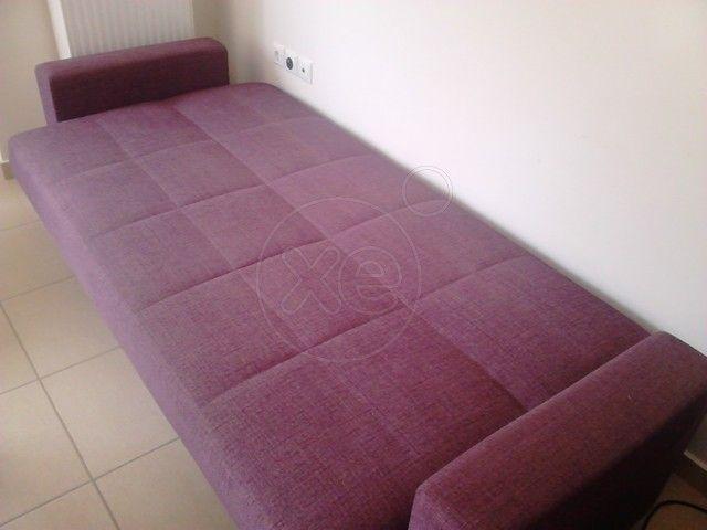 ΚΑΝΑΠΕΣ κρεβάτι διαστάσεων 2 , 20 μήκος και 1 , 03 πλάτος, γίνεται καναπές με πλάτη και μία κίνηση κρεβάτι, ιδανικό για σαλόνι ή κρεβατοκάμαρα. .για το σπιτι η εξοχικο (καθως επισης απο κατω εχει και 2 μεγαλους σα συρταρια αποθηκευτικους χωρους) χρώματος μπορντό. ..δινονται δωρο 2 μαξιλαρια ιδιου χρωματος., τιμή 200€