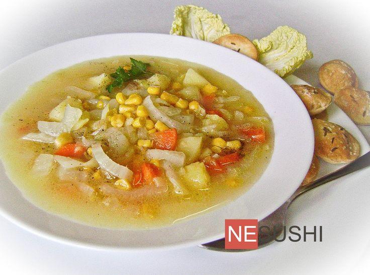 Приятный, легкий суп из пекинской капусты с картофелем и консервированной кукурузой.