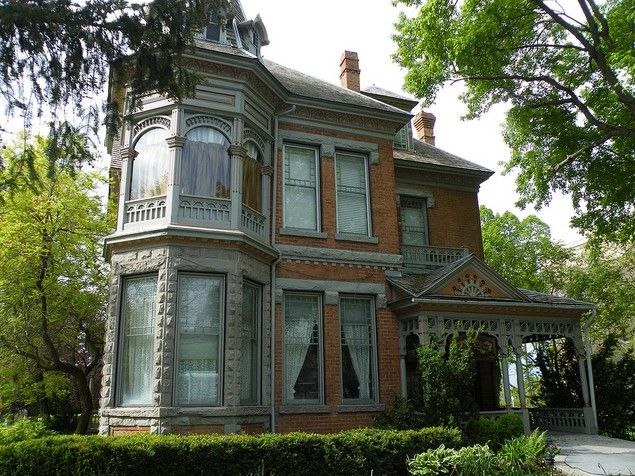 130 best images about brick victorian homes on pinterest for New victorian style homes