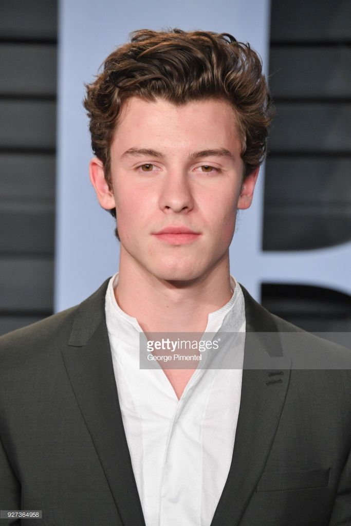 Shawn Mendes attends the 2018 Vanity Fair Oscar Party hosted by Radhika Jones at Wallis Annenberg Center for the Performing Arts on March 4, 2018 in Beverly Hills, California.