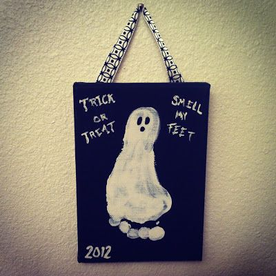 Trick or Treat, Smell my Feet! Halloween foot craft for babies and toddlers!