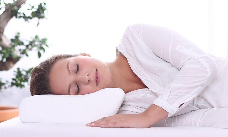 Poduszka ortopedyczna posiada specjalnie wyprofilowane podparcie pod odcinek szyjny kręgosłupa. Ten wyjątkowy kształt, pozwala odciążyć mięśnie przykręgosłupowe oraz krążki międzykręgowe w odcinku szyjnym a w związku z tym umożliwia regenerację tych struktur anatomicznych w trakcie snu.