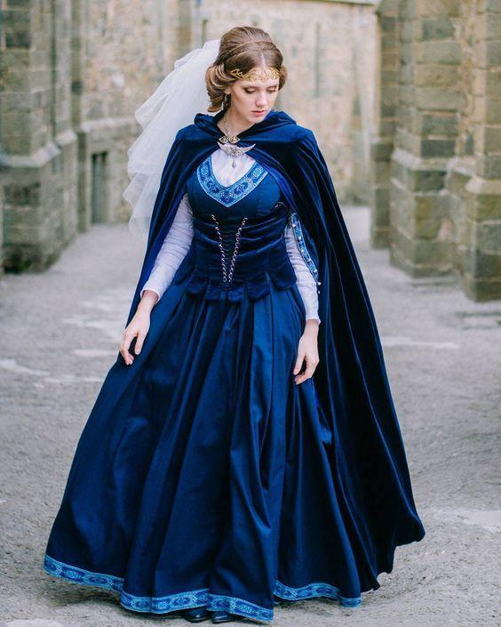 """Mittelalter Gewand """"Die Ausreißerin"""": das Kleid aus Baumwolle und die Weste aus Samt"""