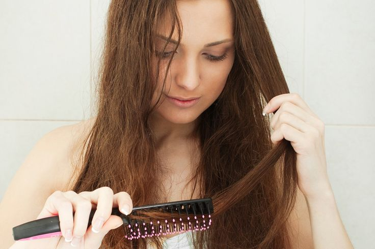 Les cheveux déshydratés sont souvent confondus, plutôt à tort, avec les cheveux secs. Je vous propose d'apprendre à prendre soin de vos cheveux déshydratés.