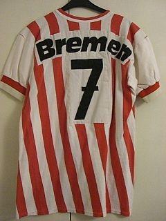 Saison 72/73/74 - Spielertrikot. Schwerer Stoff und extrem dick aufgenähte Nummer und Bremen Schriftzug. Trikot der sogenannten Millionen-Elf. Spieler nicht bekannt.