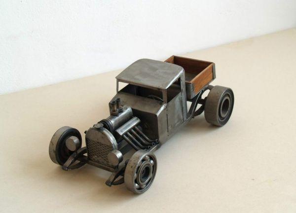 Gebrauchte Motorradteile - ausgefallene Skulpturen im Steampunk Stil  - http://freshideen.com/dekoration/gebrauchte-motorradteile.html