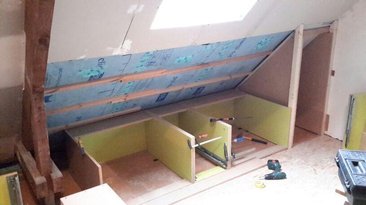 Lades onder schuin dak verbouwing zolder pinterest - Idee van zolderruimte ...
