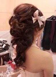 pretty hair style. half up