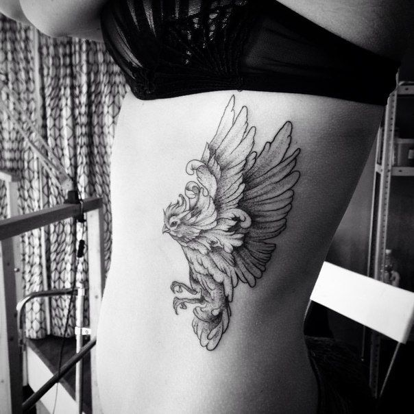 Flying bird tattoo  #bird #birdtattoo #dotwork #linework #womantattoo #blacktattoo #bw #blackwork #blackworkers #inked #girltattoo #татуировка #тату #татуптица #татуспб #aurorazlova