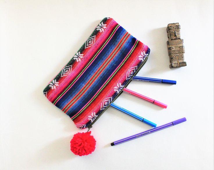 Trousse maquillage, rayures, trousse stylos, motif ethnique, trousse multicolore, trousse sac, sac rangement, trousse aguayo, trousse makeup de la boutique Underthecocotiers sur Etsy