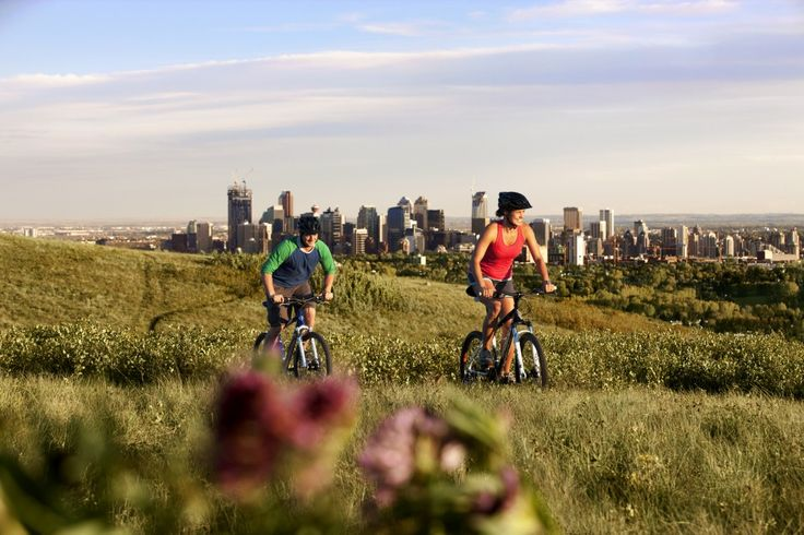 Want to enjoy a nice bike ride while vacationing? Click to check out where you can rent bikes in Calgary AB. Bikers in Nose Hill in Calgary's NW. (Photo: Travel Alberta). #Calgary #Alberta #Canada