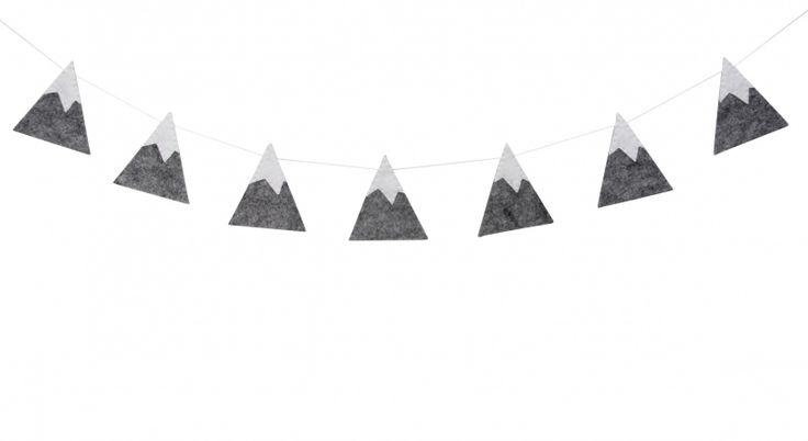 Slinger bergen grijs-wit Wat zijn ze leuk, de bergen slingers voor de babykamer en kinderkamer! De bergen slinger is van dik grijs gemeleerd vilt en heeft witte vilten toppen.  Aan de slinger zitten 7 bergjes van 10cm hoog. De bergjes slinger is ca 130cm lang