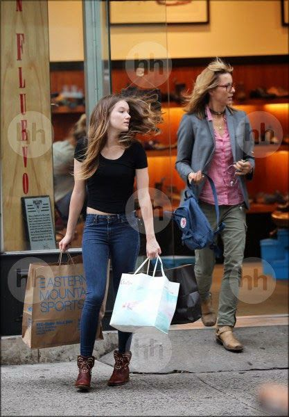 Téa Leoni and daughter West Duchovny go shopping in New York. June 12, 2014 | Téa Leoni Fan