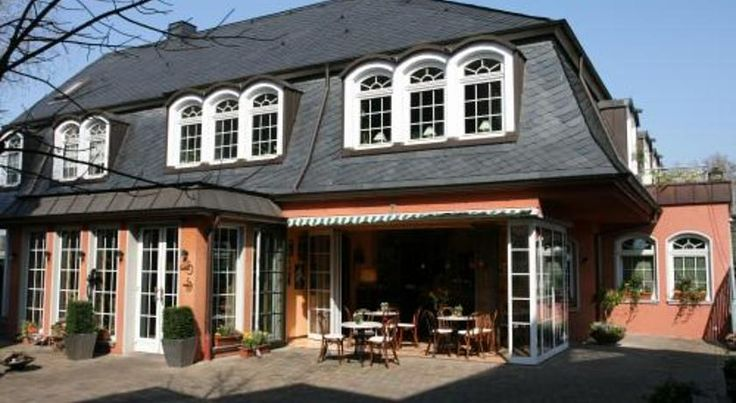 Hotel Stein - Schiller´s Restaurant Koblenz This hotel offers soundproofed rooms with flat-screen TV and free parking. It stands close to the River Moselle and is a 10-minute walk from Koblenz-Lützel Train Station.