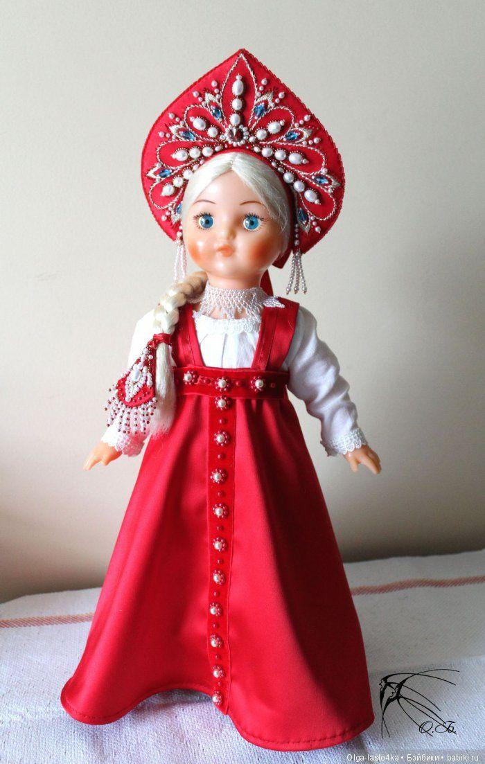 Доброго вечера всем жителям сайта! В детстве очень любила наряжать своих кукол. Не играть, а именно – обшивать, заплетать косы…