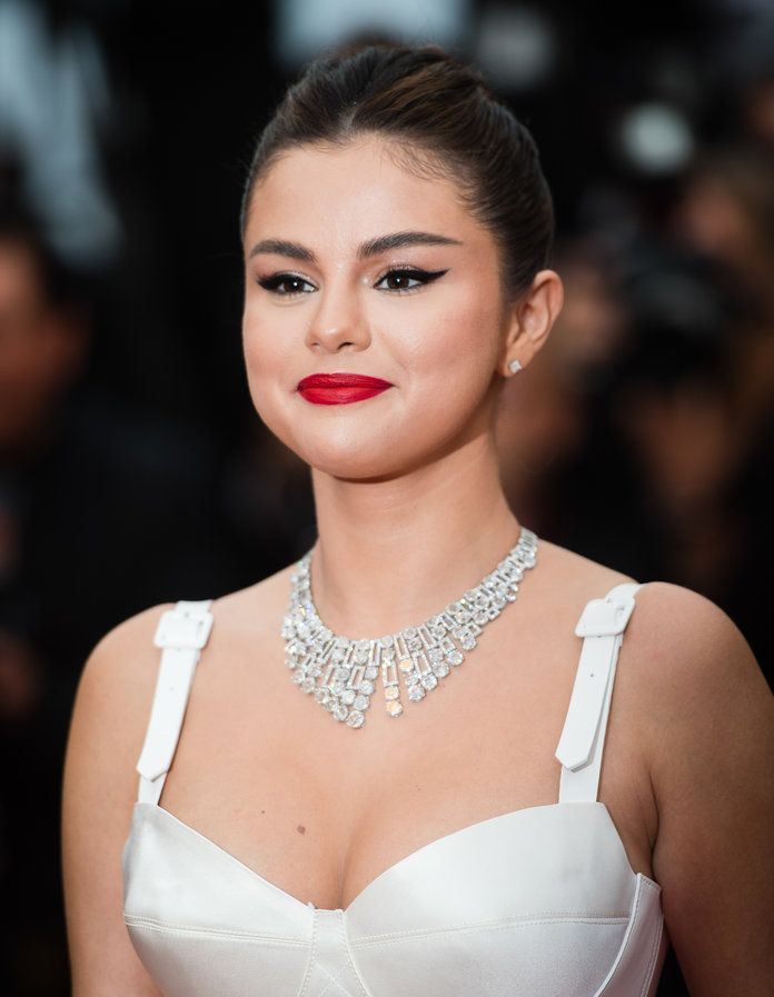 Watch Selena Gomez and Rauw Alejandros Horny Baila