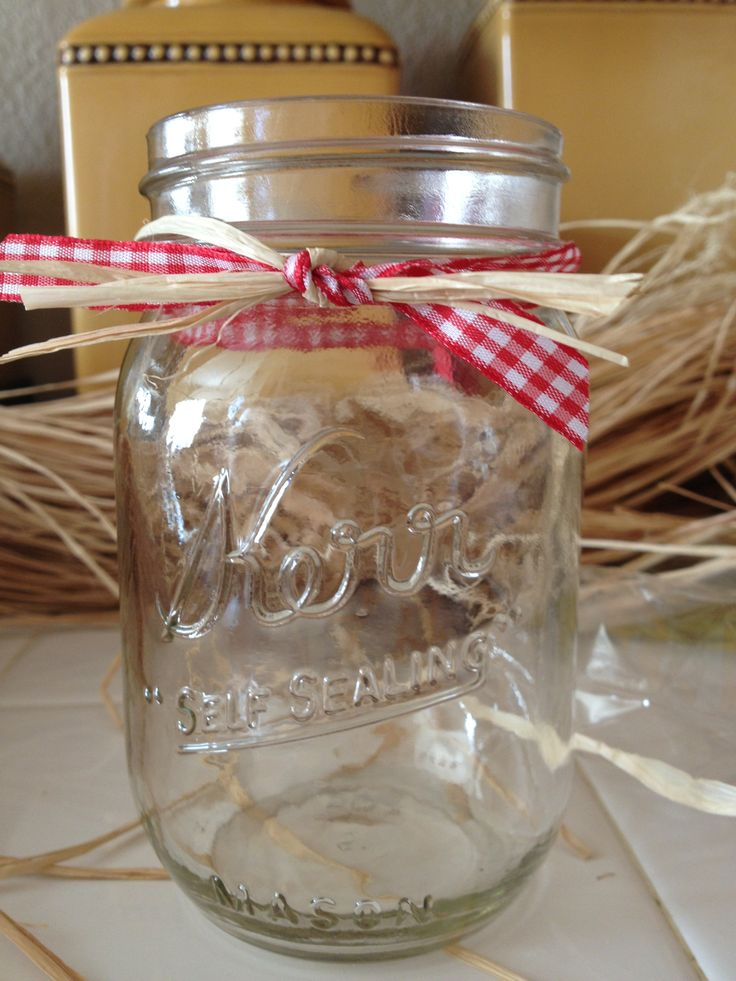 Farm birthday party drinking glasses! Mason jar, ribbon and raffia, so easy!