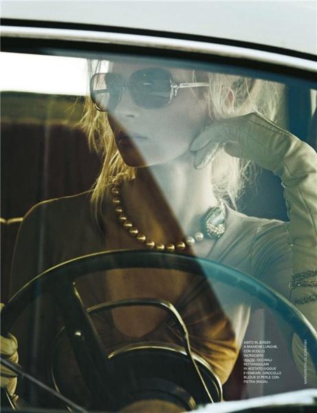 Renouveler les classiques | Margaretha Olschewski  #photography #perles #pearls | Grazia Septembre 2011