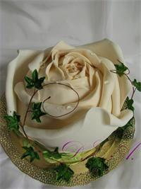 """Рецепт красивого торта """"Роза"""". Как испечь и украсить  торт в домашних условиях."""