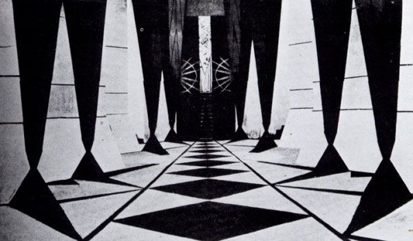 A symmetrical shot in Algol shows a corridor made up of repeated abstract black and white shapes and lines