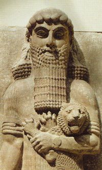 Le géant Gilgamesh, premier roi du monde, étouffe d'un bras   puissant le roi des animaux