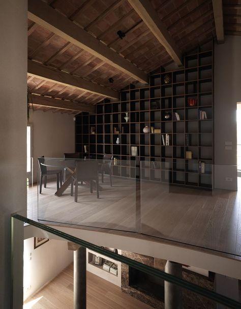 Una #mansarda in legno tra antico e moderno - #libreria #soppalco http://www.mansarda.it/mansarde/mansarda-legno-tra-antico-e-moderno/