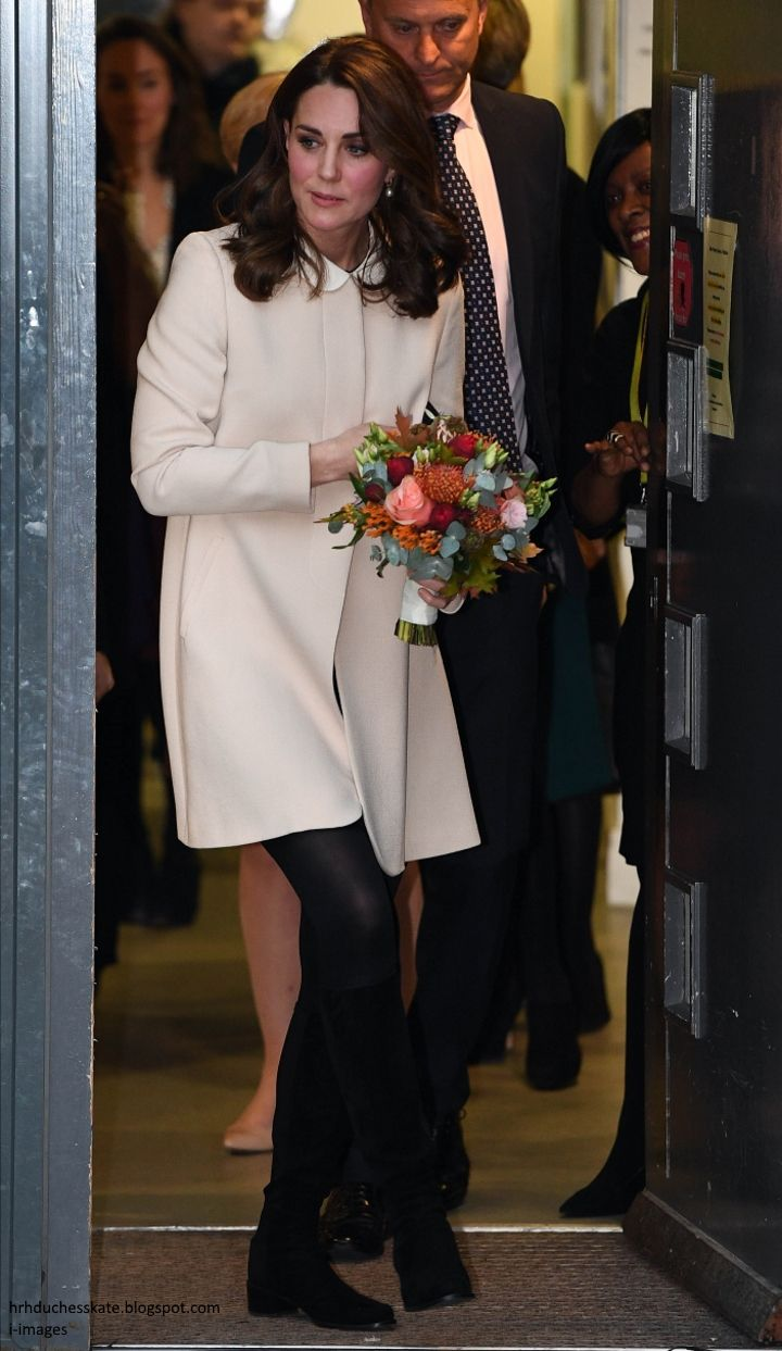 hrhduchesskate: Hornsey Road Children's Centre, November 14, 2017-The Duchess of Cambridge visited the charity that she had to cancel a visit for due to her HG