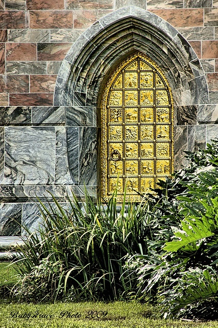The photographer (not named except David, as Auistie1) says it's a door, the Gold Door at Bok Sanctuary, which is in Lake Wales, florida