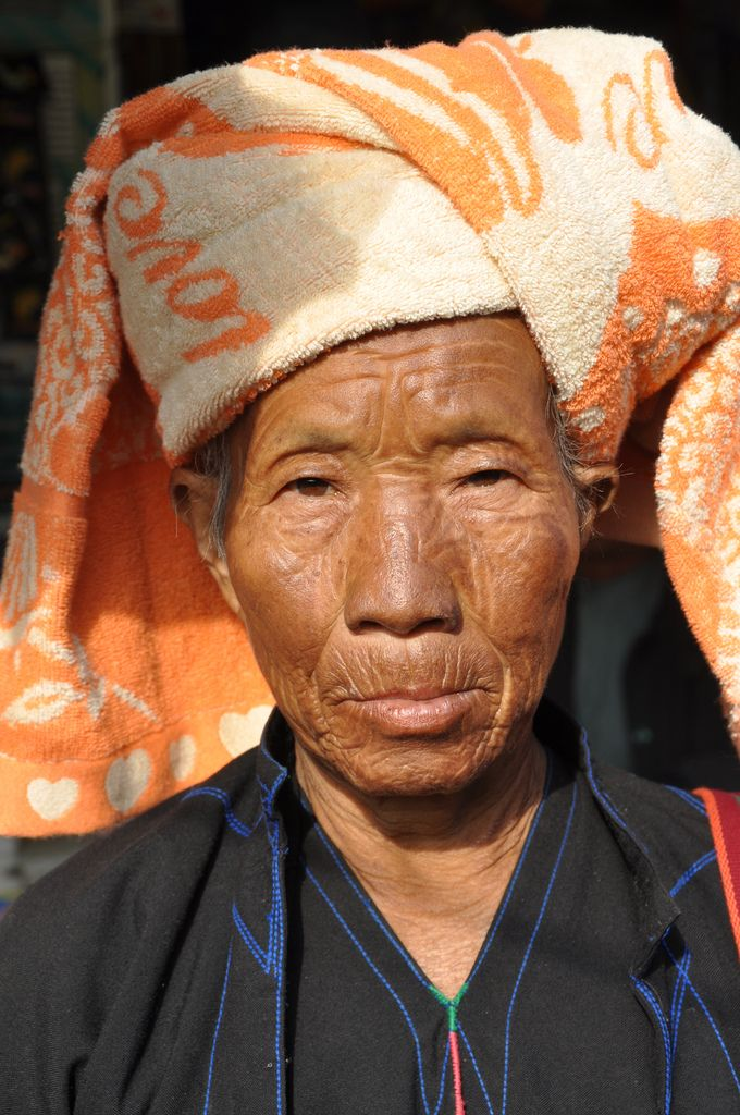 https://flic.kr/p/9LTUNc | Hill tribe woman | Hill tribe woman at the marked in Nyaung Shwe, Myanmar 2011.