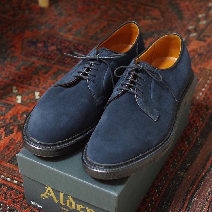 "Reposting @k.daffodil11.k: ... ""My first pair of Alden shoes. 初めてのオールデンはバリーラストのプレーントウ、ネイビーのスエードです。ソールはプランテーション。 初めてのオールデンはモディファイドラストにしようと思っていましたら、バリーも履いてみたら意外と良くて、1週間悩んだうえで買ってしまいました。 モディファイドラストのはパリ旅行に行った時のためにとっておきます。(こんなに散財していたらいつ行けるのかという感じですが…) #alden #shoeporn #shoegazing #baleinereunion #くじら会"""