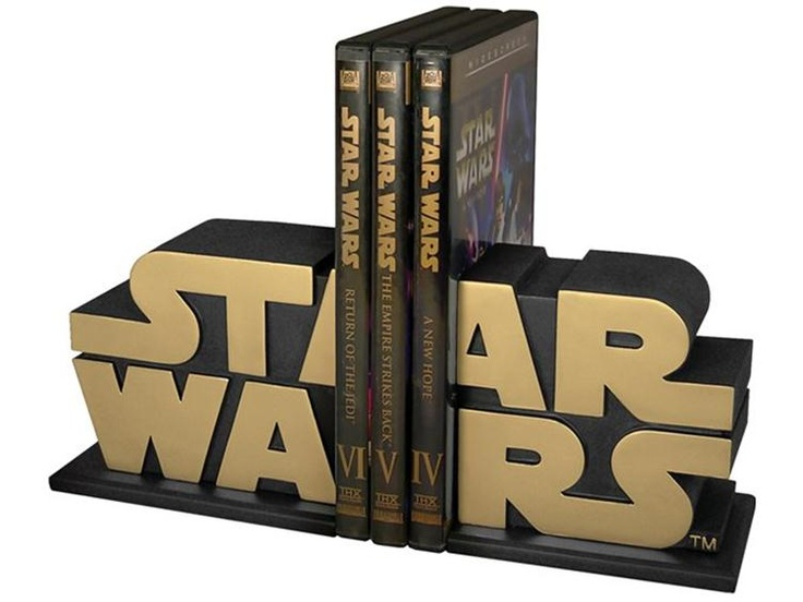 Star Wars bookends, @Jen, these would be a nice addition to your shelves :-)