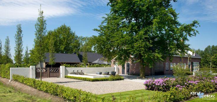 Siebers tuin modern boerderij vijver poort strak grind landelijke landelijke tuinen en for Tuin modern design