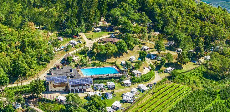 italie / zuid tirol: terracamping met schitterende ligging. Wladcamping vollan krijgt alleen maar goede reviews. op 980km van brussel