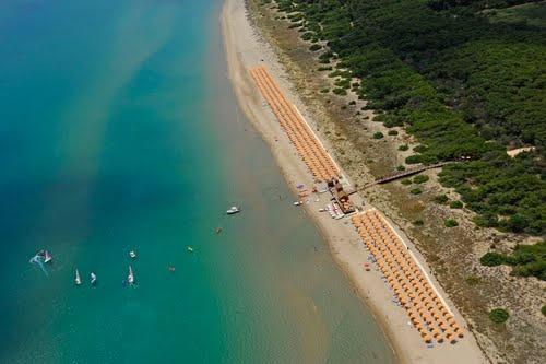 www.bluserena.it Il Torreserena Village si trova a Marina di Ginosa (Taranto), direttamente sulla spiaggia, a 100 km dagli aeroporti di Bari e Brindisi, a 30 km da Matera, a 65 km da Alberobello e dalla Valle d'Itria.