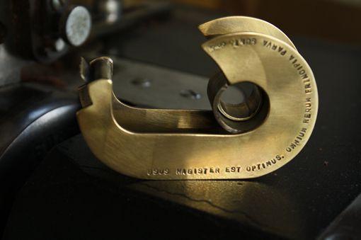 真鍮製のテープカッター