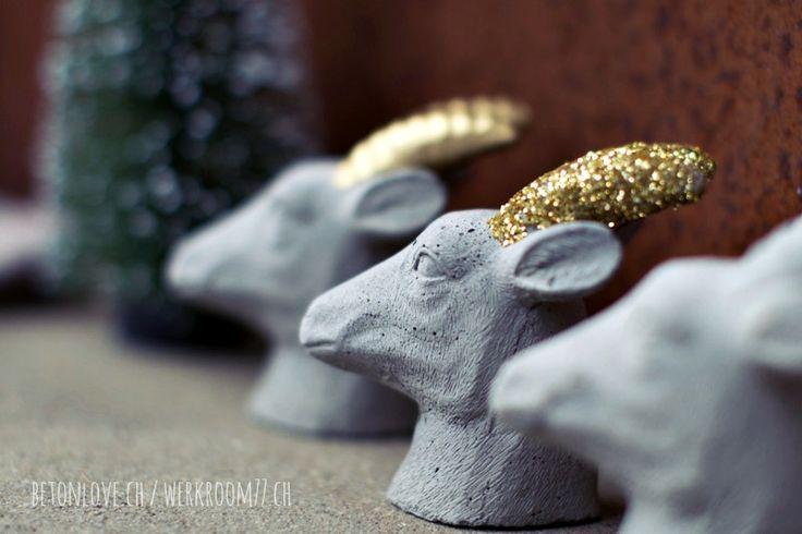 heute gibt es bekömmlichen steinbock-beton mit feinen wildbeeren, garniert mit einem zarten hauch an glamourösen goldglimmer und dass alles...